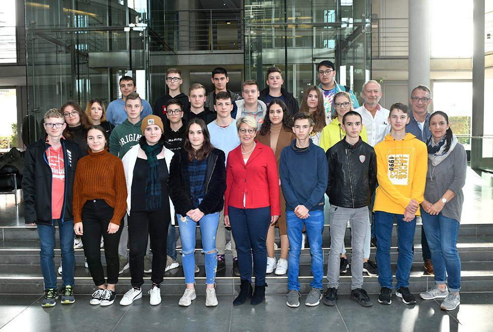 Gespräch mit der Bundestagsabgeordneten Gabriele Katzmarek im Zuge der Berlin-Studienfahrt der 10. Klassen 2019