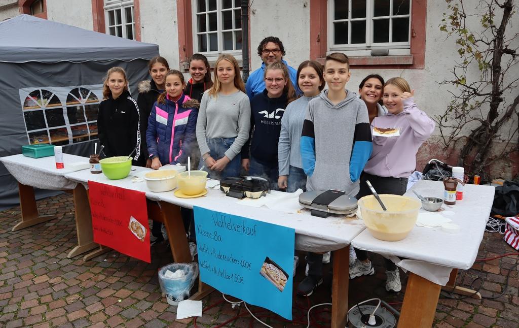 Realschul-Klassen beteiligen sich an Schwarzacher Kirwe